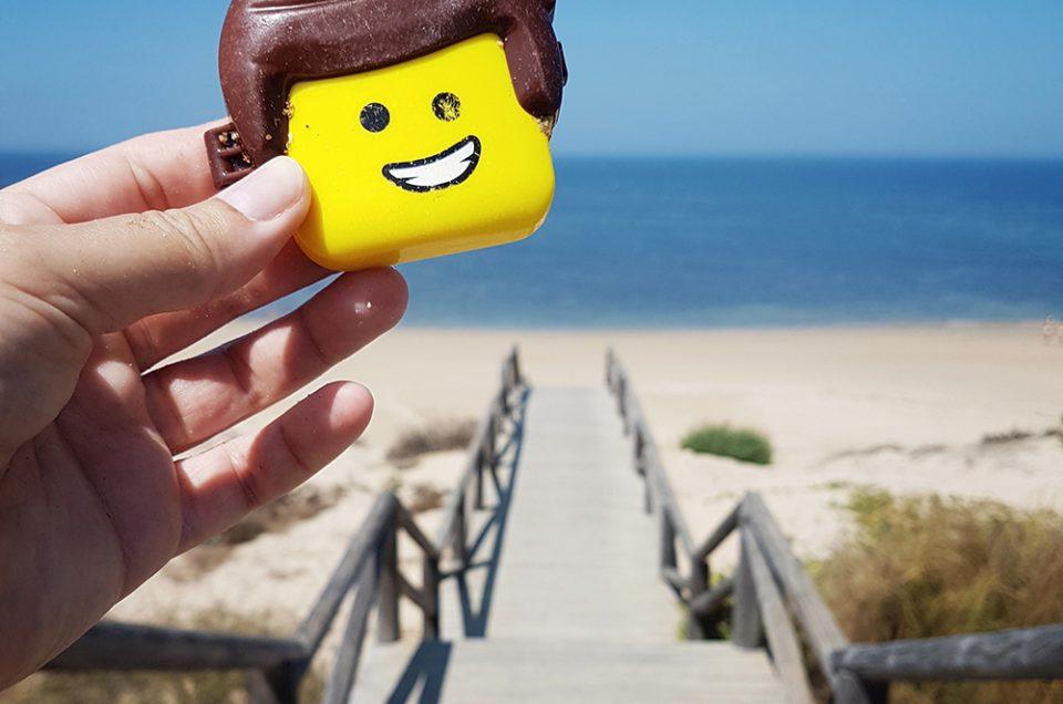 Plastikspielzeug am Strand